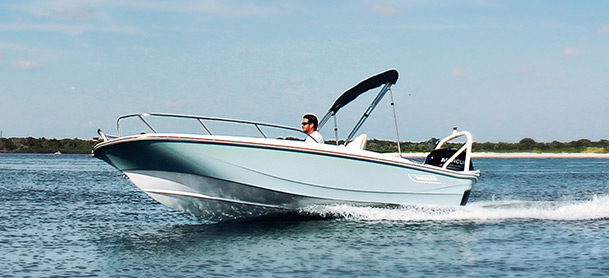 Man cruising fast in a Boston Whaler 160 Super Sport