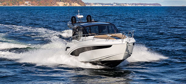 A Galeon 425 HTS in the water