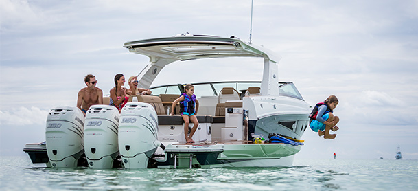 Family on the Sea Ray SLX 400 OB