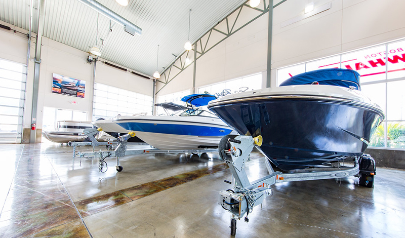 MarineMax Houston indoor showroom and boats