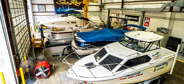 MarineMax Lake Ozark indoor showroom and boats