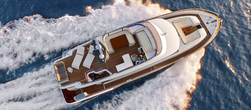 Azimut 66 Magellano out on the water