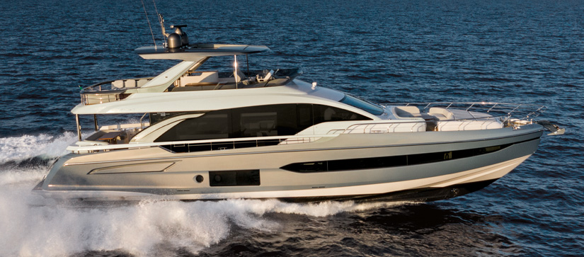 Azimut 78 Flybridge out on the water