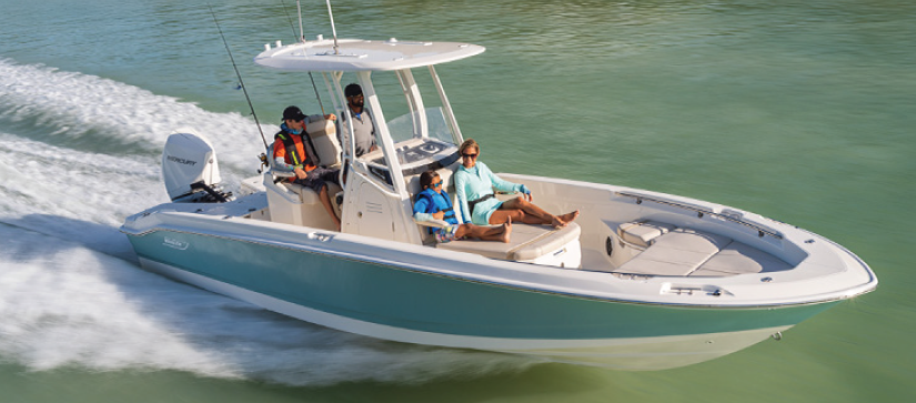 Boston Whaler 250 Dauntless running out on the water