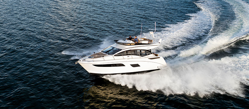 Sea Ray Fly 400 cruising through water