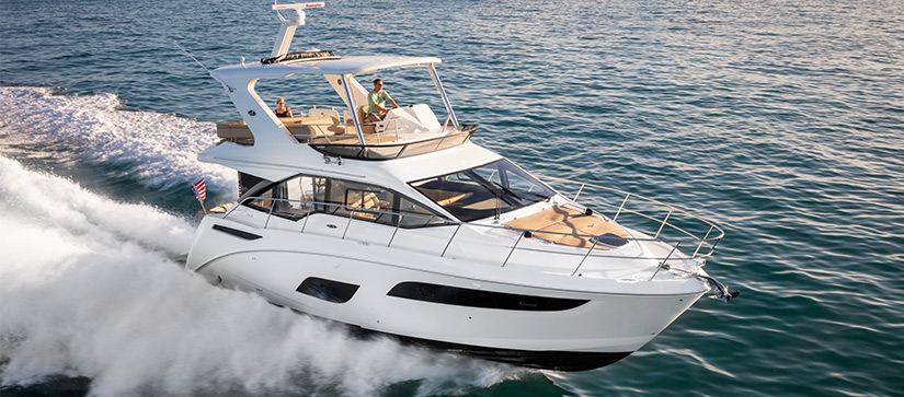 Sea Ray cruising though the ocean - Sea Ray Fly 460 Video