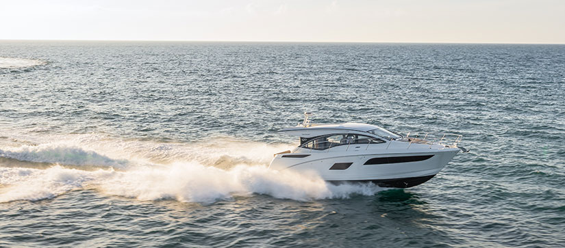 Boat cruising through the water - Sea Ray Sundancer 400 Video