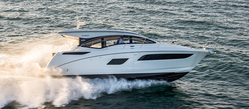 Boat cruising through the water - Video of the Sea Ray Sundancer 400