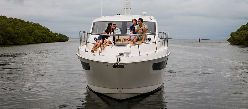 Couples on the deck of a Sea Ray - Video of the Sea Ray Sundancer 460