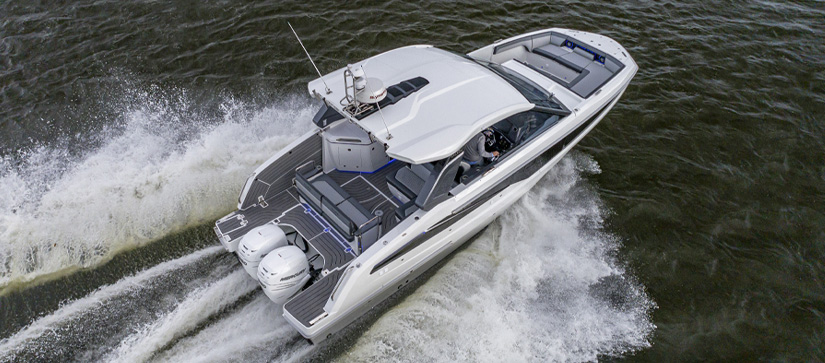 Galeon 325 GTO out on the water