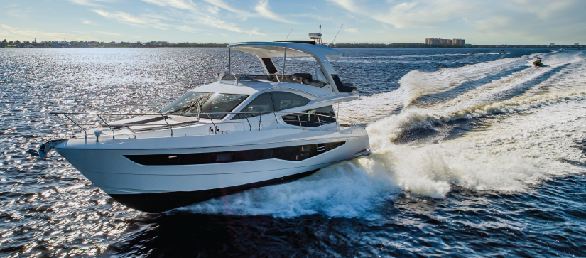 Galeon 550 Fly running out on the water