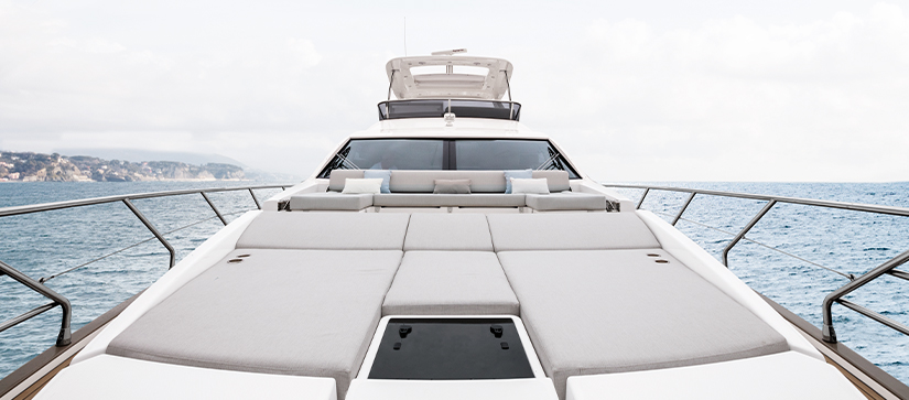 A bow view of an Azimut 66 Flybridge