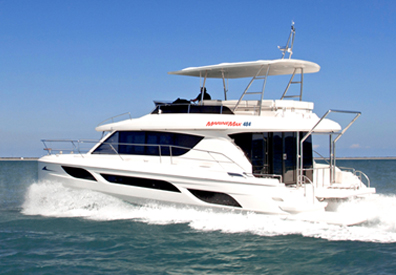 MarineMax 484 on the water