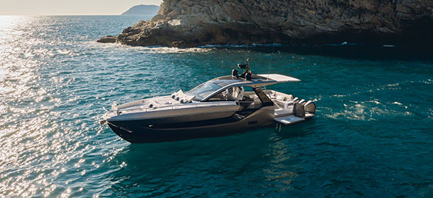 An Azimut Verve 47 in the water