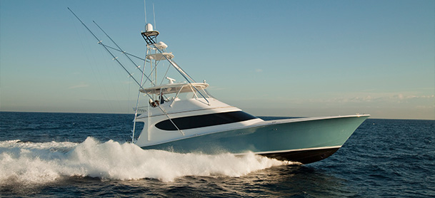 Hatteras GT70 profile view