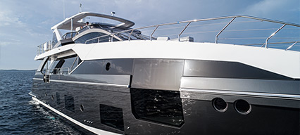 Bow view of the Azimut Grande 27 Metri