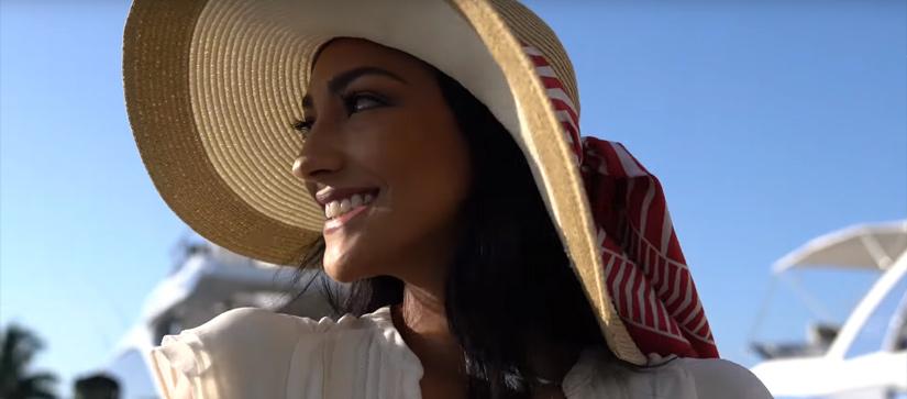 Pretty lady in big hat